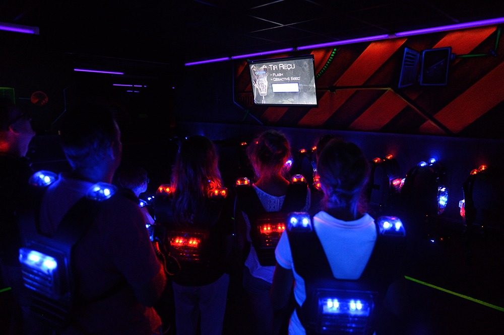 Photo Brief d'un groupe de joueurs de lasergame - LaserMaxx