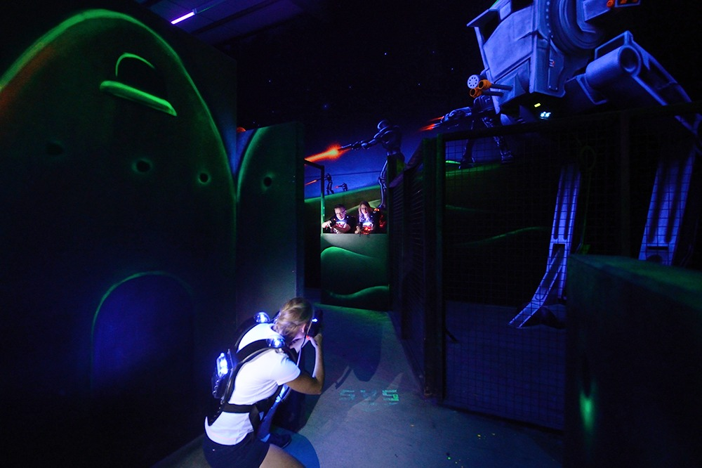 Photo Vue sur le robot bi-pod de Starwars (Le TR-TT) du lasergame de Poitiers